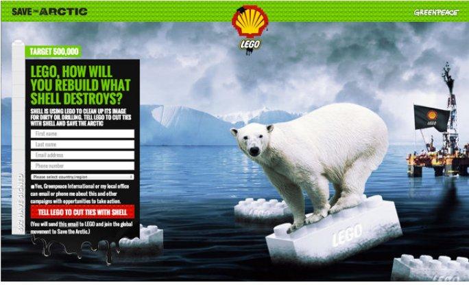 (légende : la campagne de Greenpeace contre la compagnie pétroliere Shell et le fabriquant Lego en juillet  2014)